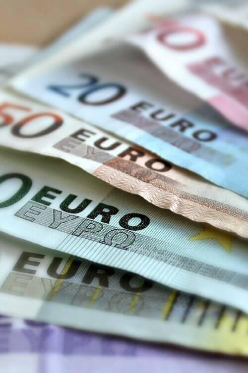 Mitä tekisit, jos saisit 1000 euroa lahjaksi?