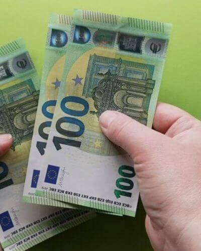 Laskea rahaa