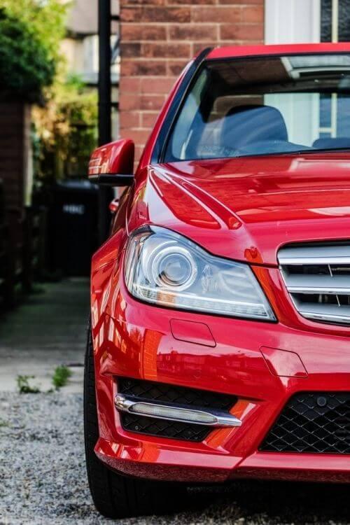 Punainen auto